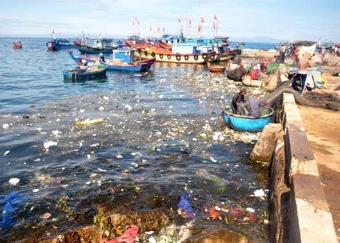 Các hoạt động con người gây nên ô nhiễm môi trường biển